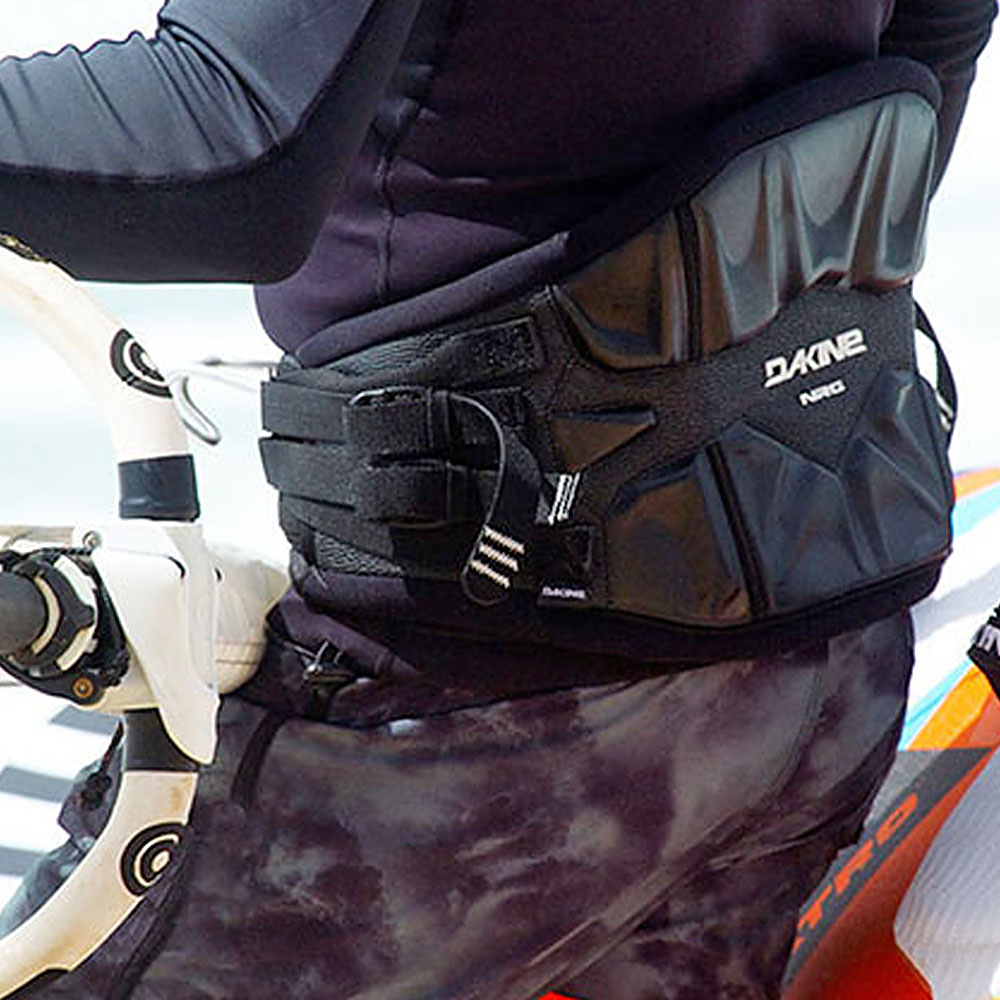 2018_Dakine_Windsurf_Harness_Hybrid_0001_Action