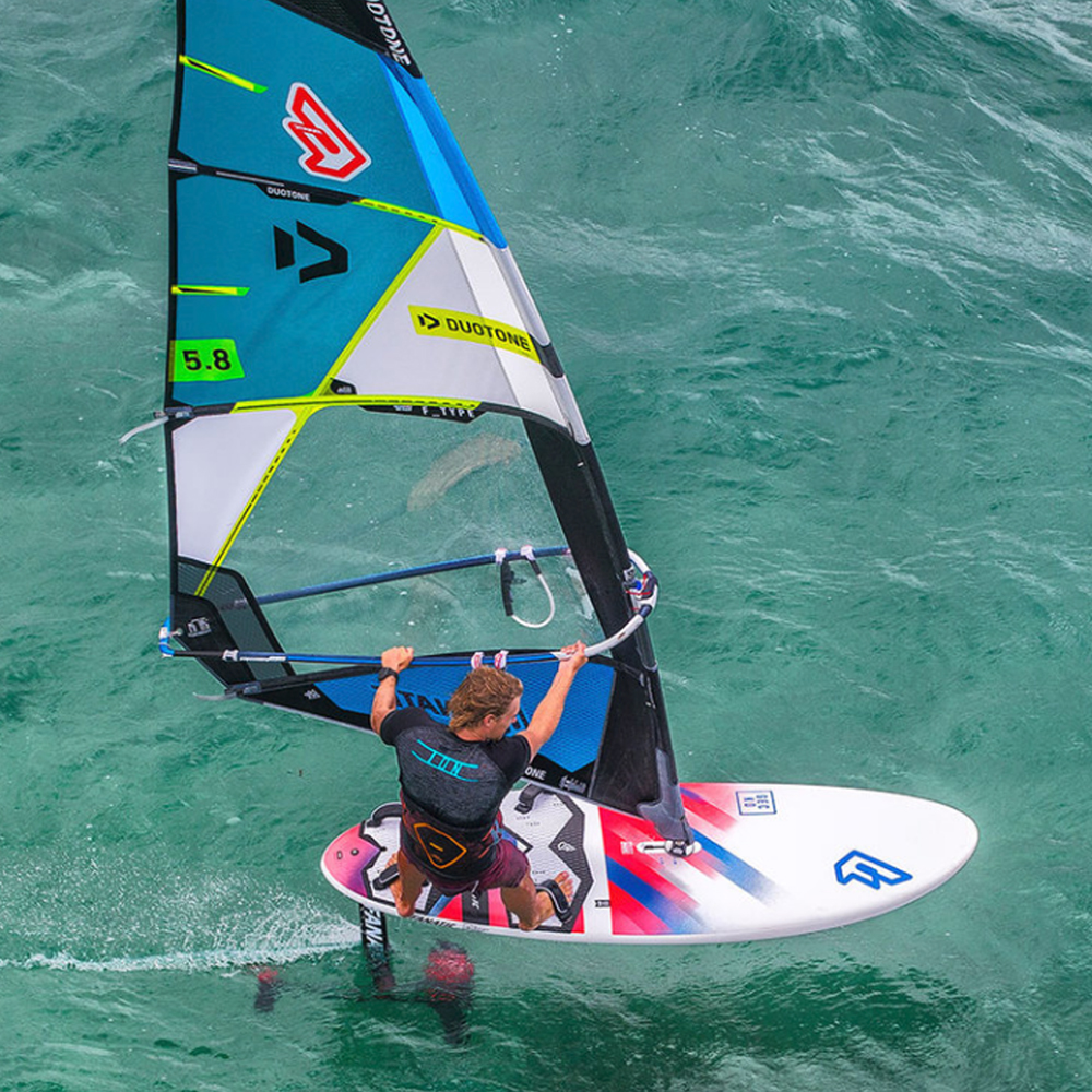 Duotone-FType-Windsurfing-Sail-2019-action2