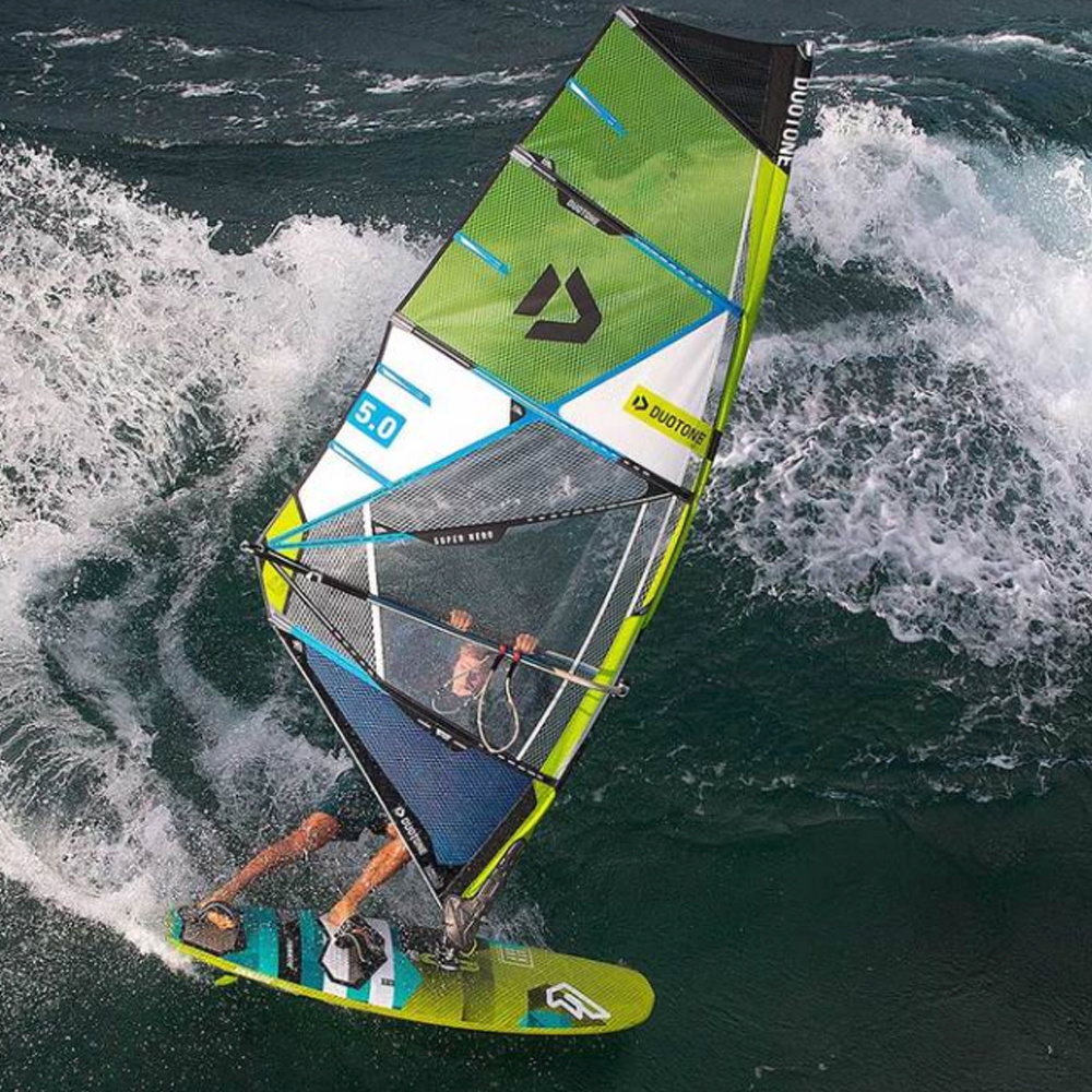 Duotone-Superhero-windsurfing-sail-2019-action1