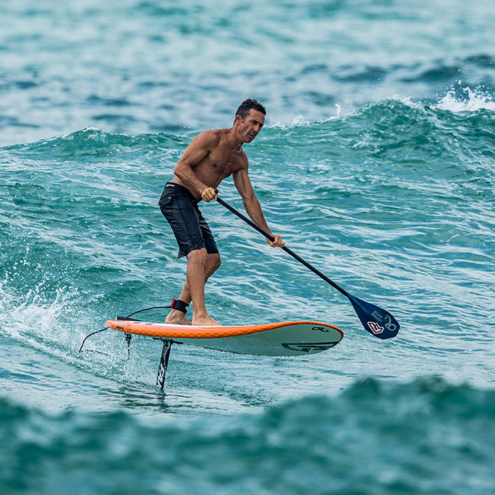 H20_0003_Fanatic_19_SUP_Foil_Surf1500_Action2