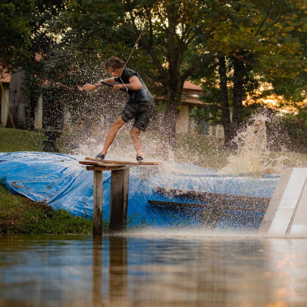 LIQUID-FORCE-PILL_0000_WAKESKATE-ACTION
