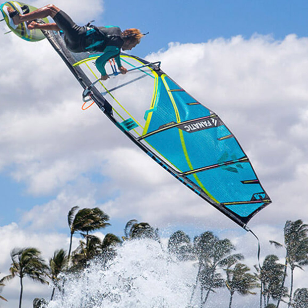 Duotone-Windsurf-Super-Hero-2020-Action