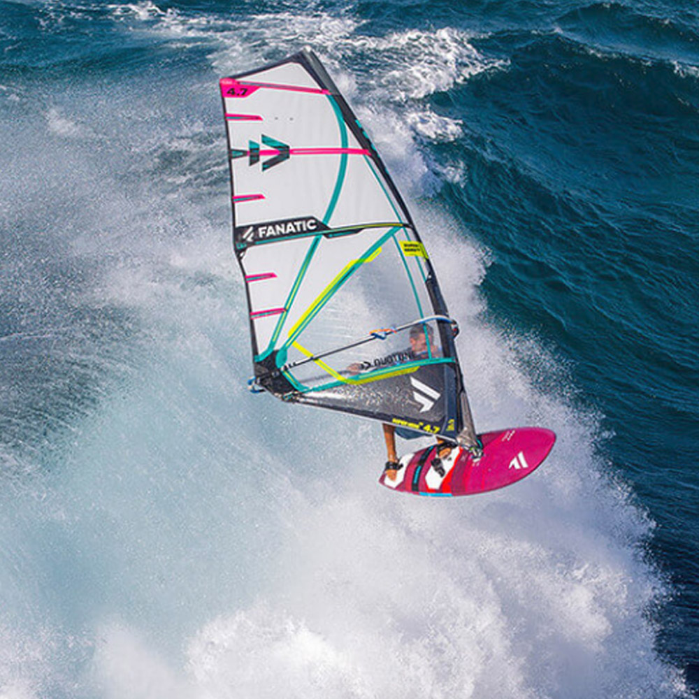 Duotone-Windsurf-Super-Hero-2020-Action1