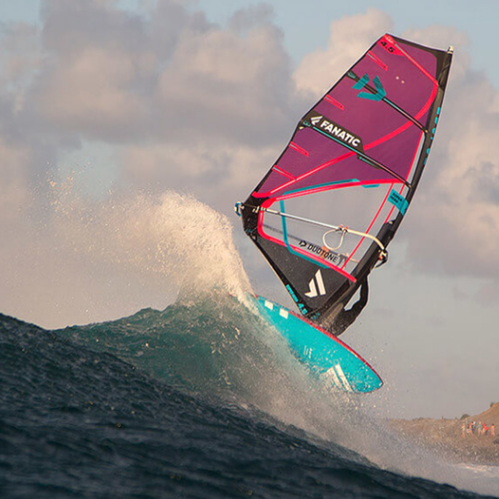 Duotone-Windsurf-Super-Hero-2020-Action2
