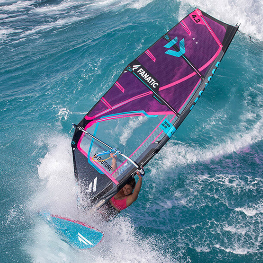 Duotone-Windsurf-Super-Hero-2020-Action3