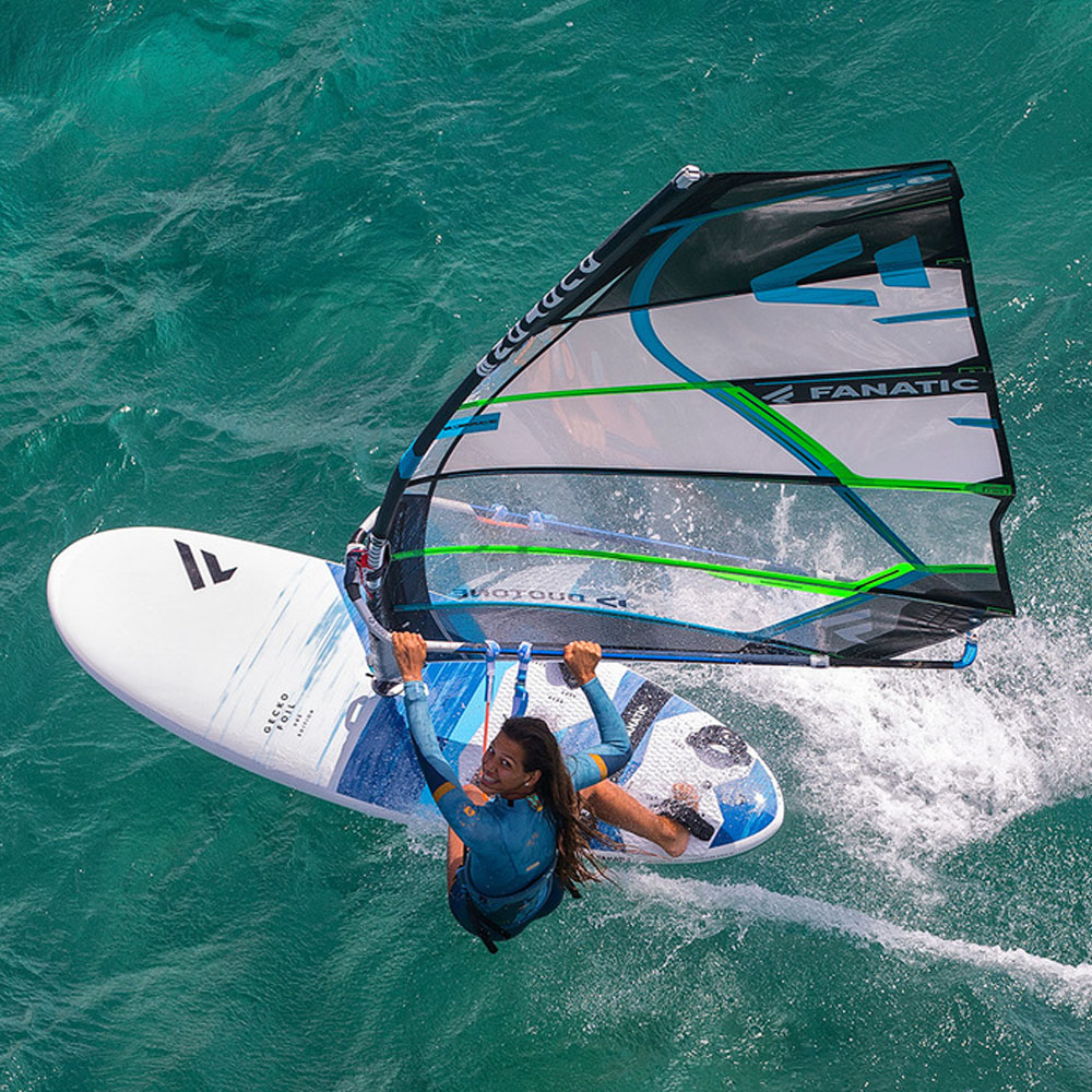 Fanatic-Gecko-HRS-windsurf-board-2020-Action