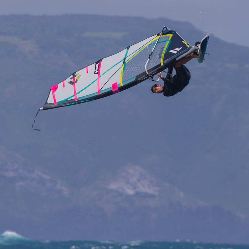 ION-2020-Action_0000_Windsurf
